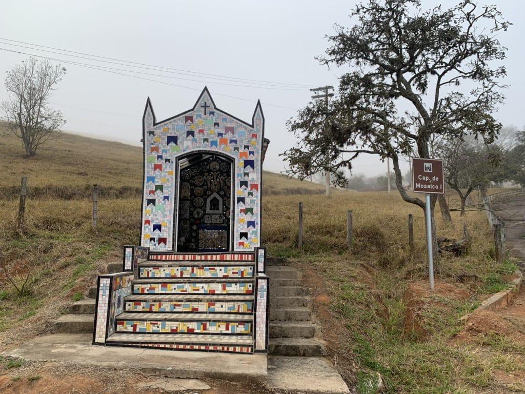 Capela de Mosaico II em São Bento do Sapucaí