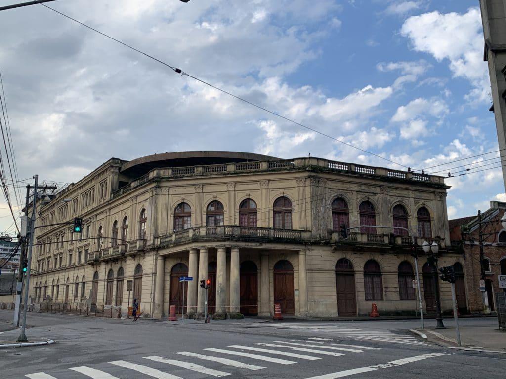 teatro coliseu maior da cidade