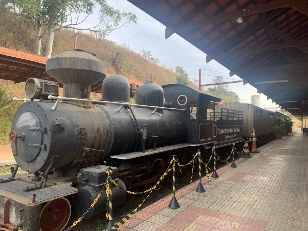 trem na estaçao ferroviaria de sao roque
